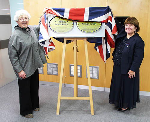 Jean Gooder unveils centenary plaques in Hull