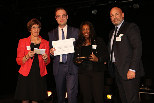 left to right: Ms Victorine Carré, President of the Jury of the Galien Award ; Pierre Logé, Health Economics and Market Access Manager, Smith & Nephew SAS ; Chantal Gendrey, Business Unit Director Wounds Management, Smith & Nephew SAS ; Bertrand L'Huillier, President of Smith & Nephew SAS